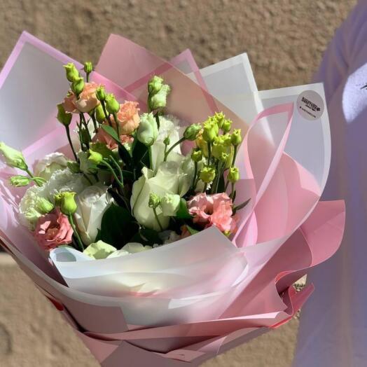 Букет Лизиантуса и Роз