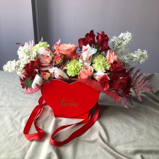 Цветы с конфетами в сердце