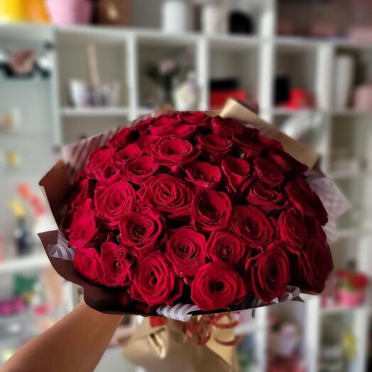 Букет из 51 красной розы с оформлением
