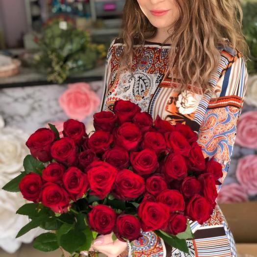 Букет из 30 красных голландских роз 80 см: букеты цветов на заказ Flowwow