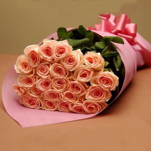 Букет кремовых роз в нежном розовом фетре: букеты цветов на заказ Flowwow