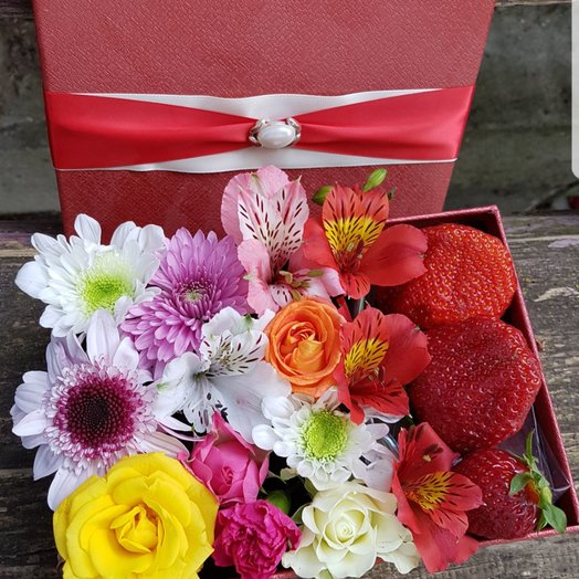 Коробочка Клубничка: букеты цветов на заказ Flowwow