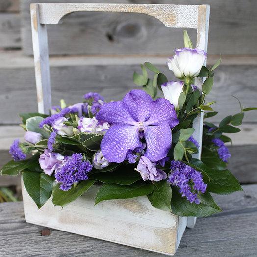 Деревянный ящик с орхидеей Ванда: букеты цветов на заказ Flowwow