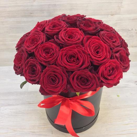 Коробка красных роз: букеты цветов на заказ Flowwow