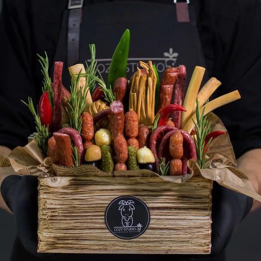 Мужская коробка с колбасой 25: букеты цветов на заказ Flowwow