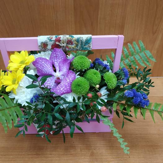 Композиция в ящике: букеты цветов на заказ Flowwow