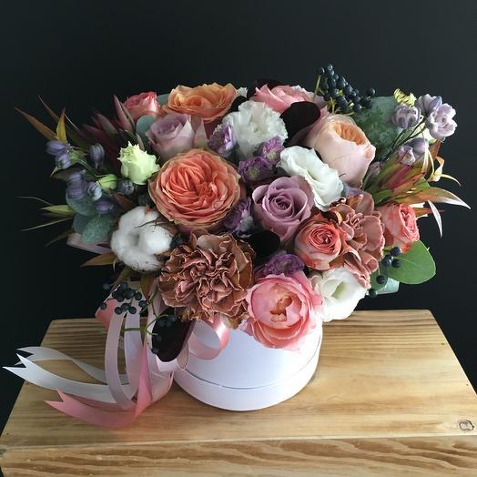 Коробчка дня с пионовидеыми розами: букеты цветов на заказ Flowwow
