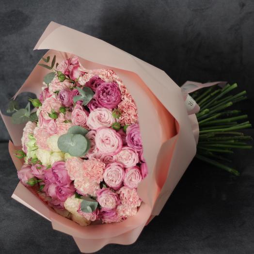 Букет в ярко-розовой гамме с пионовидными розами: букеты цветов на заказ Flowwow