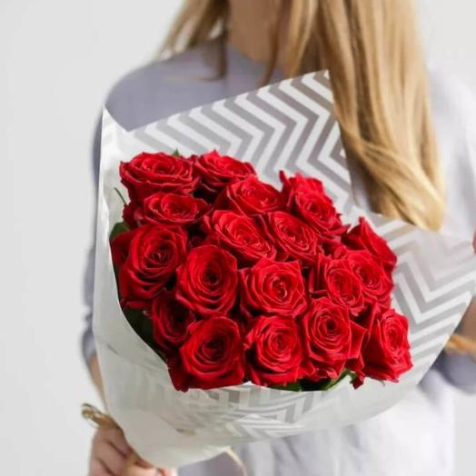 Моно-букет из 21 красной розы