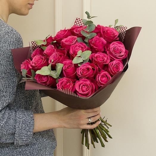 25 роз с эвкалиптом
