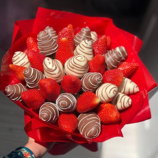 """A bouquet of Chocolate-covered Strawberries """"Surprises"""""""