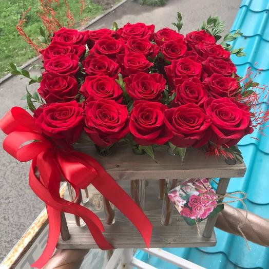 Рамка с 25 красными розами