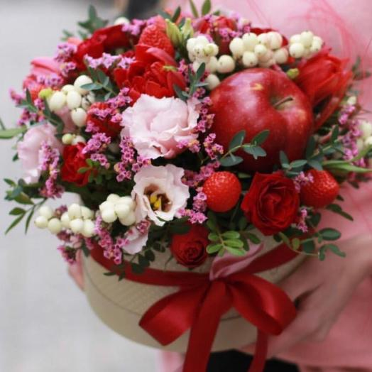 Коробка с цветами и фруктами ,,Яблочный пирог