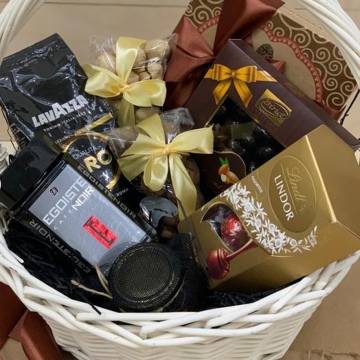 Большая подарочная корзина с кофе и сладостями