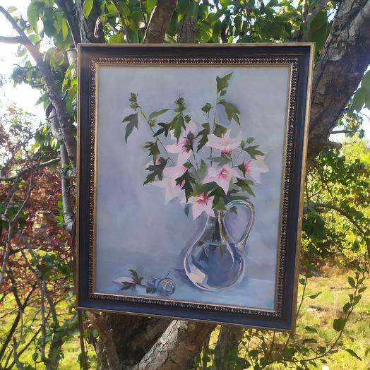 Цветы в графине