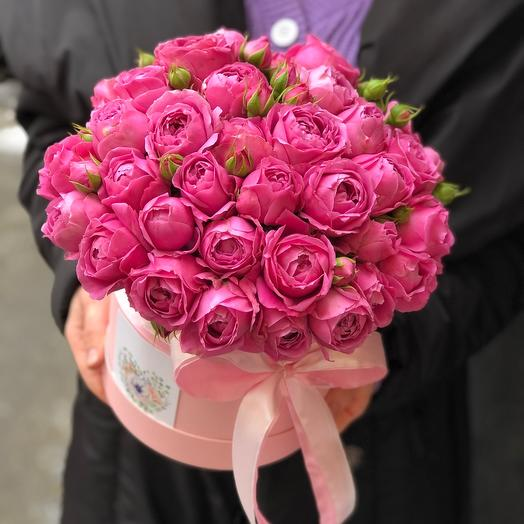 Шляпная коробка цилиндр с кустовыми пионовидными розами «Мисти баблз»