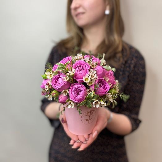 Очаровательная коробочка с пионовидными розами