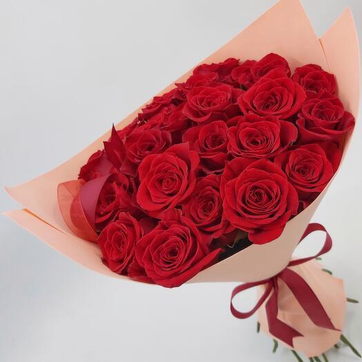 25 красных эквадорских роз в фоамиране