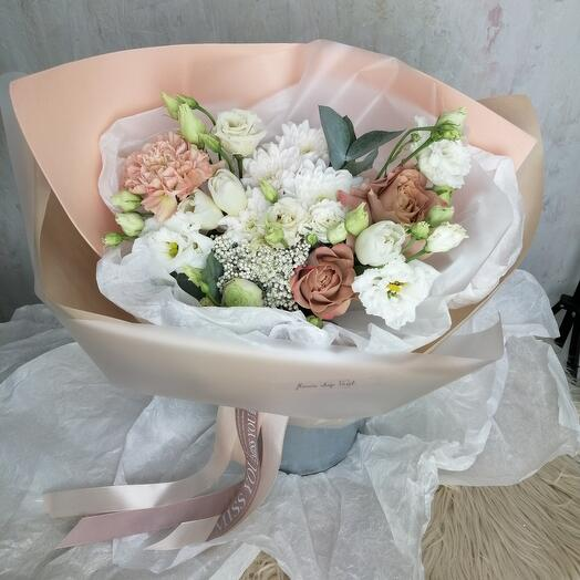 Букет Хризантем, Эустом, Роз и Тюльпанов
