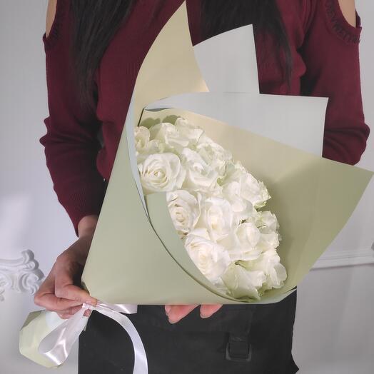 Букет из 19 Белых роз премиум