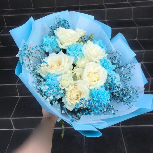 Голубой букет с розами