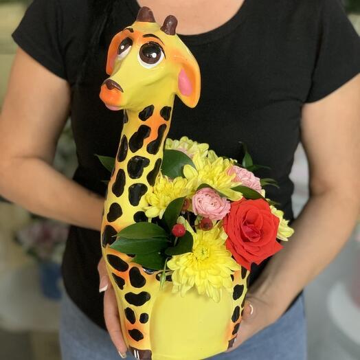 Жирафик с цветами