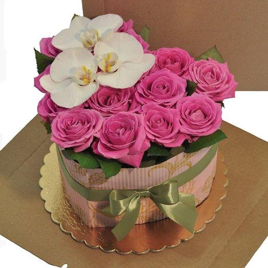 Торт из роз - Поцелуй: букеты цветов на заказ Flowwow