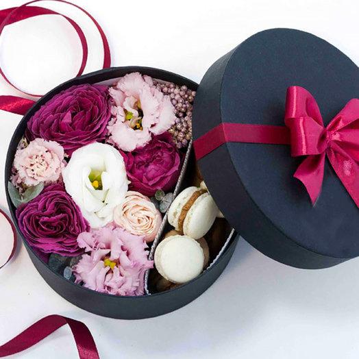 Коробка с макарунами 4: букеты цветов на заказ Flowwow