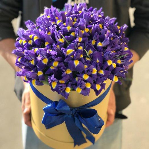Коробки с цветами. Ирисы. N103: букеты цветов на заказ Flowwow