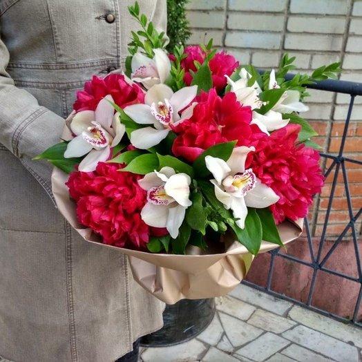 Букет с пионами и орхидеями: букеты цветов на заказ Flowwow