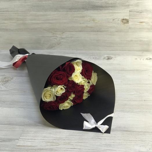 Букет красно-белых роз: букеты цветов на заказ Flowwow