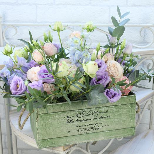 Композиция из пионовидных роз в ящике: букеты цветов на заказ Flowwow