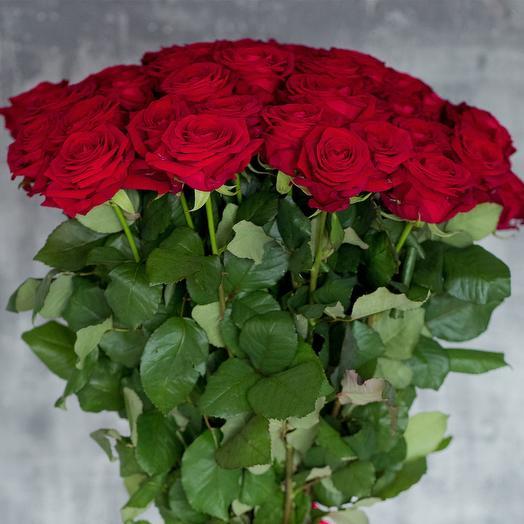 Роза красная НАОМИ: 50-80 см: букеты цветов на заказ Flowwow