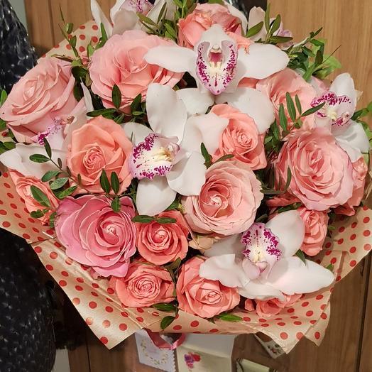 Коралловые розы: букеты цветов на заказ Flowwow