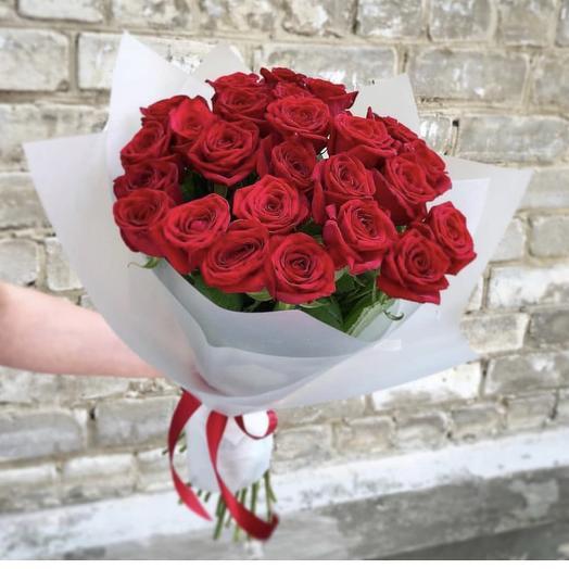 25 местных роз: букеты цветов на заказ Flowwow
