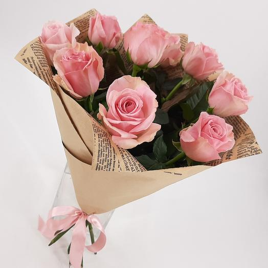 9 нежно-розовых роз в крафте