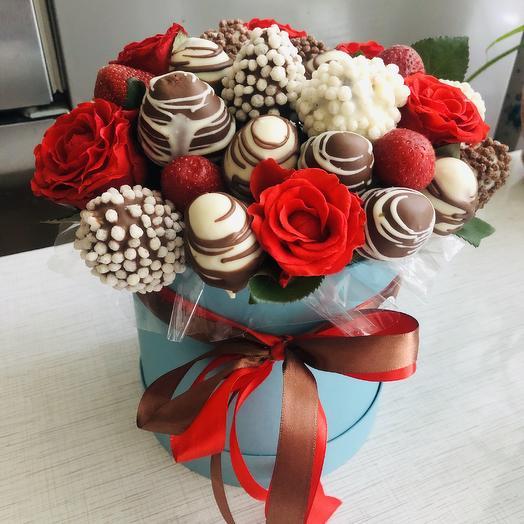 Клубника в шляпной коробке: букеты цветов на заказ Flowwow