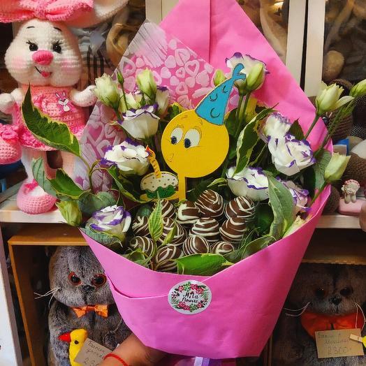 Букет с клубникой Моей принцессе: букеты цветов на заказ Flowwow