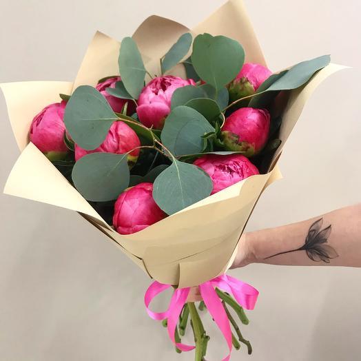 Букет из пионов с эвкалиптом: букеты цветов на заказ Flowwow