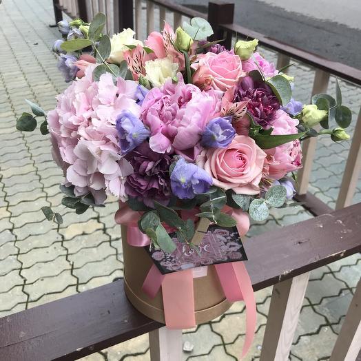 Шляпная коробка с гортензией и пионами: букеты цветов на заказ Flowwow