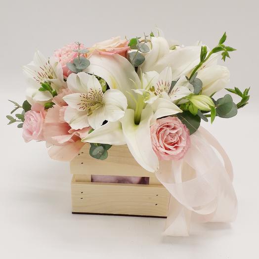 Цветочная композиция с лилией и пионовидной розой: букеты цветов на заказ Flowwow