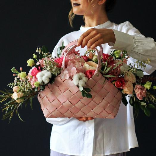 Нежная корзина с хлопком: букеты цветов на заказ Flowwow