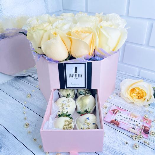 Коробка роз с сюпризом: букеты цветов на заказ Flowwow