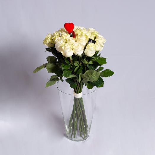25 роз с сердечком