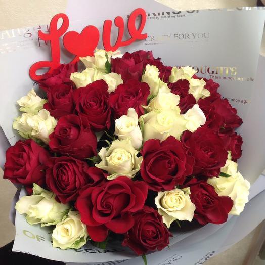 Красно- белая классика: букеты цветов на заказ Flowwow