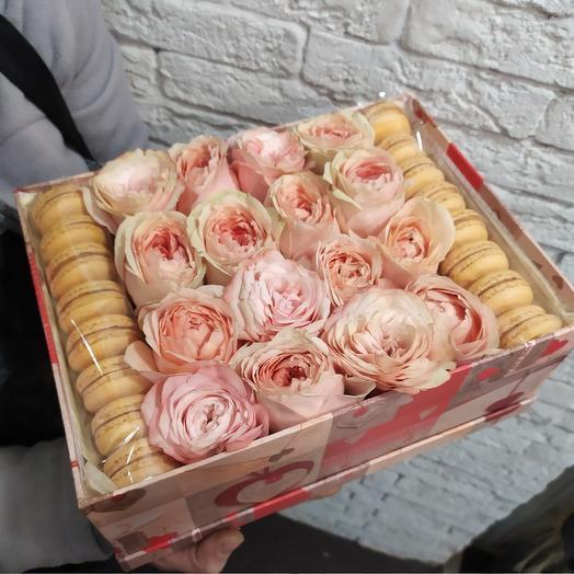 Пионовидные розы с макарони для любимой: букеты цветов на заказ Flowwow
