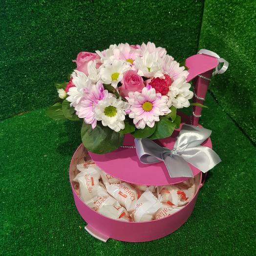 Туфелька с конфетами Раффаэлло: букеты цветов на заказ Flowwow