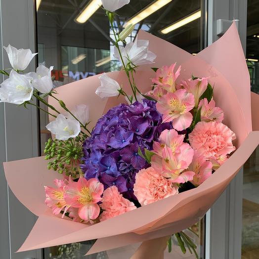 Букет с гортензией и колокольчиками: букеты цветов на заказ Flowwow