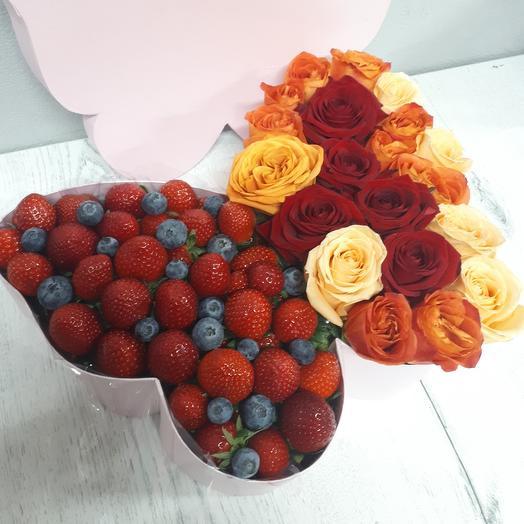 Ягоды с розами