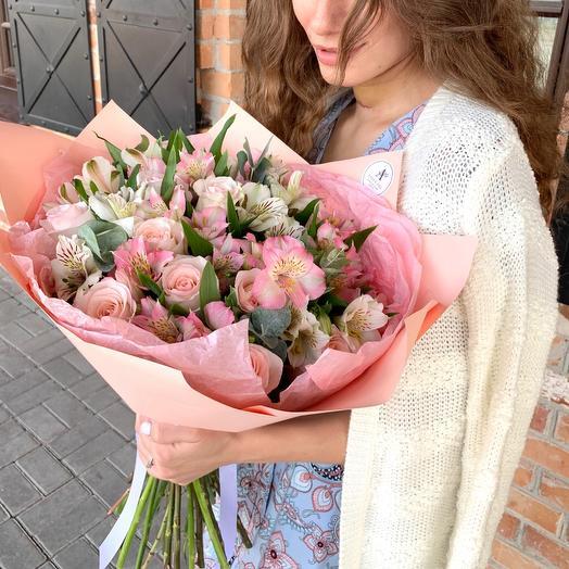 Авторский букет из розы Эквадор и альстромерии микс